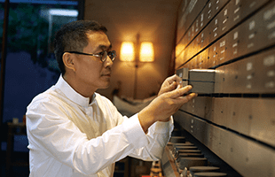 Wang Jun-qin . A New Generation Tea Enthusiast from a Century old Tea